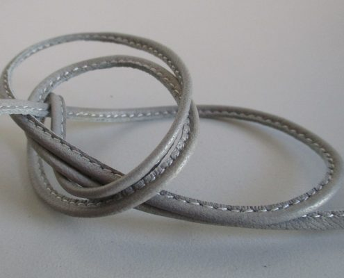 Leather shoelaces strengthened with an internal core